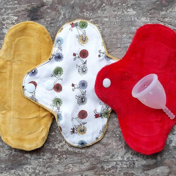 Lote copa menstrual y 3 salvaslip de tela impermeable
